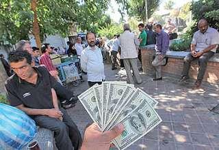 صرافیها از نوسانات ارزی میگوید / نزدیکی بیسابقه دلاردولتی و آزاد