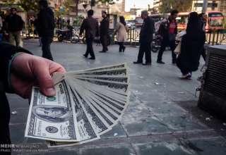 هیجان انتخابات به بازار ارز نرسید/ سکوت دلار در پیشتازی روحانی