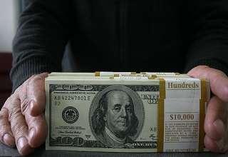 آیا کاهش کم سابقه ارزش دلار در بازارهای جهانی موقتی است؟