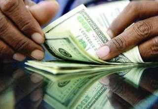 بانک مرکزی وارد بازار ارز شد/عرضه قطرهچکانی دلار به صرافهای منتخب