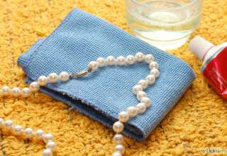چگونه یک جواهر مروارید را تمیز کنیم