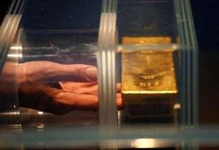 بهای طلا تحت تاثیر کاهش ارزش دلار به بالاترین سطح در یک ماه اخیر رسید