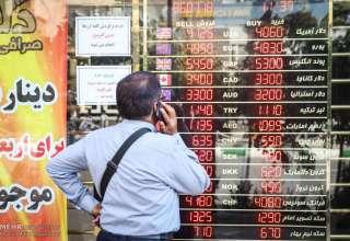 ورود بانک مرکزی به بازار/صرافهای مجاز ارز میگیرند