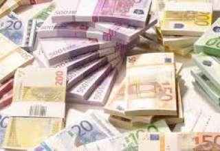 یورو ۳۸۵ تومان ارزان شد/دلار ۴۶۵۵ تومان شد