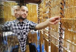 قیمت طلا همچنان تحت تاثیر دلار آمریکا قرار دارد