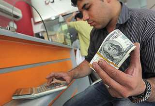 دلار وارد کانال ۴۴۰۰ تومان شد/عجله صرافان برای فروش ارز