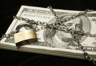 دلار به جای تکنرخی، ۴ نرخی شد!!/ارز مداخلهای هم به مسافران نمیدهند/ بانک مرکزی پاسخگو نیست