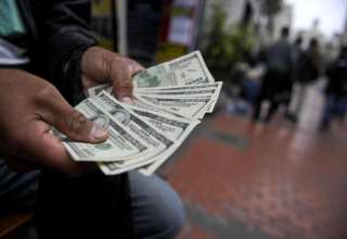 نرخ انواع ارز کاهش یافت/دلار ۴۸۴۱ تومان شد