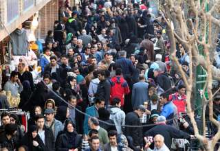 در بازار چه خبر است؟ / محاسبه قیمت کالاهای اساسی با دلار ۸ هزار تومانی؛ نگرانی از انفجار قیمتها روز به روز بیشتر میشود / معیشت مردم در سایه خروج ترامپ از برجام و انتخاب شهردار تهران، فراموش شده؟