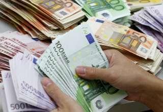 بانک ها دلار را گران تر از بازار میخرند