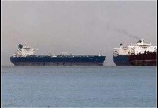 سرگردانی ۲۰ نفتکش حامل نفت ونزوئلا به دلیل تحریمهای آمریکا
