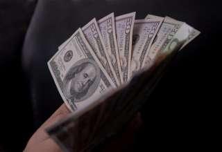 گیر افتادن دلار در دوراهی صعود یا کاهش