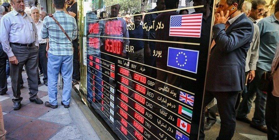 دلار زندانی بانک مرکزی است، به راحتی آزاد نمیشود | چرا دلار بالا رفت؟