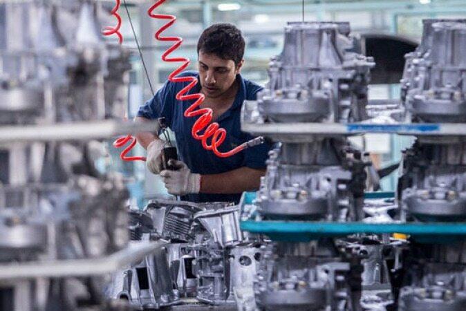 ۱۰۰ هزار خودروی ناقص کف کارخانههای خودروسازی معطل است