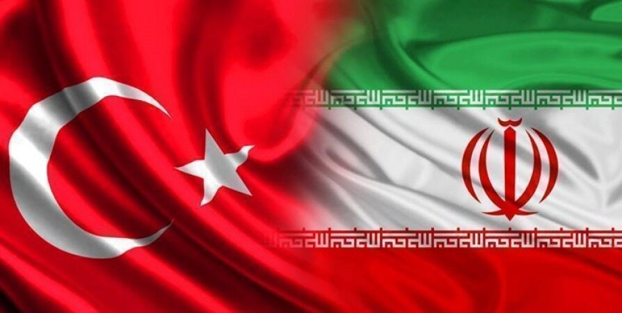 مذاکرات پولی و بانکی ایران و ترکیه/ همتی به آنکارا رفت