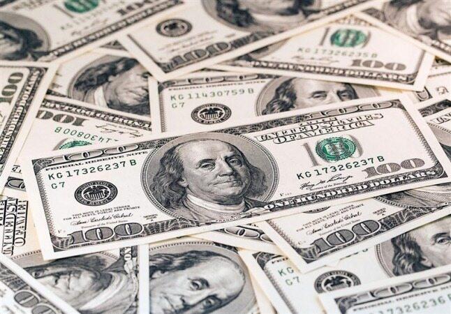 دلار در بازار آزاد ارزانتر از صرافیهای بانکی شد
